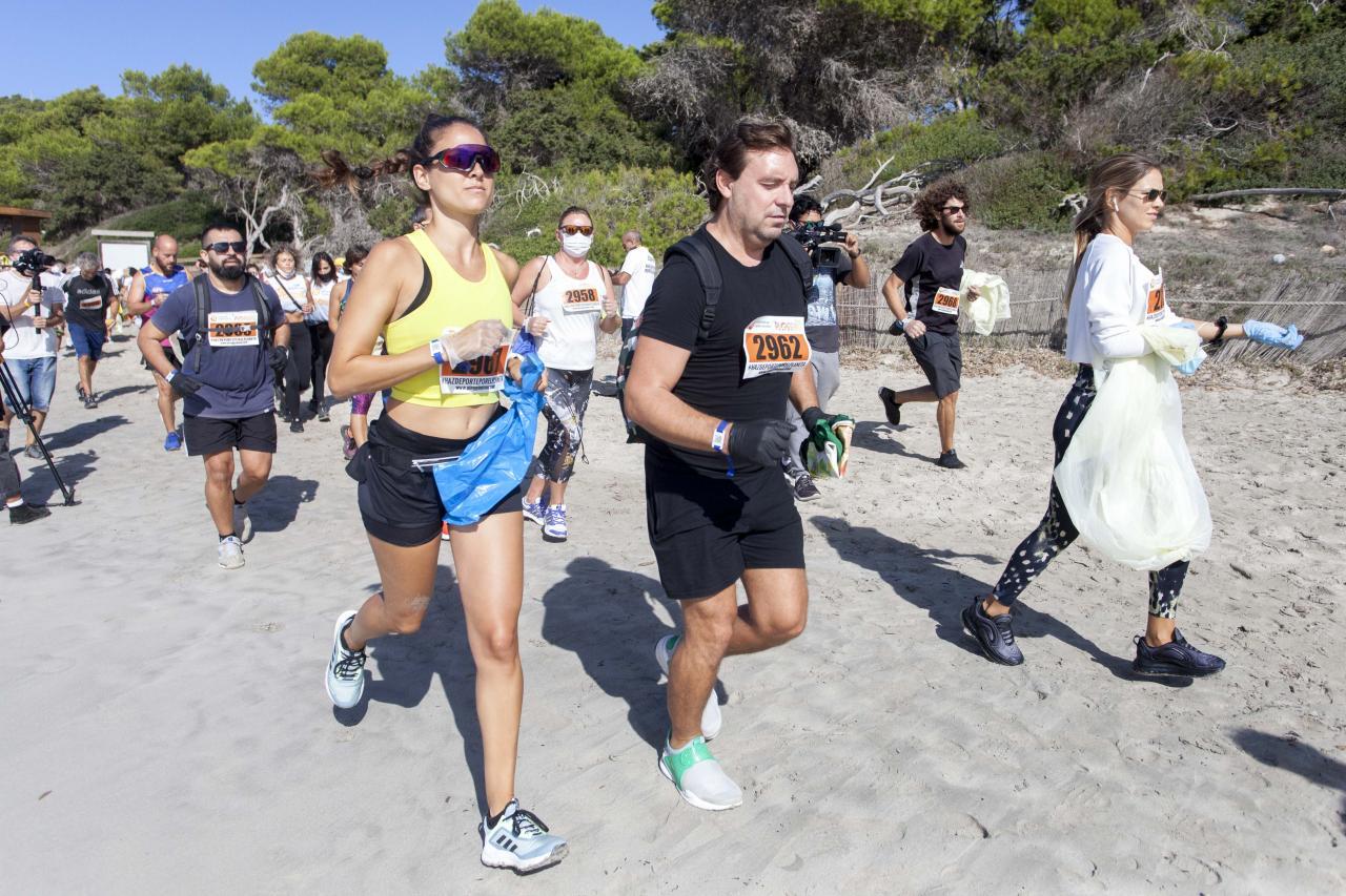 EIVISSA. Decenas de personas se suman al `Ibiza Plogging Tour¿, una gira de deporte y ecología.