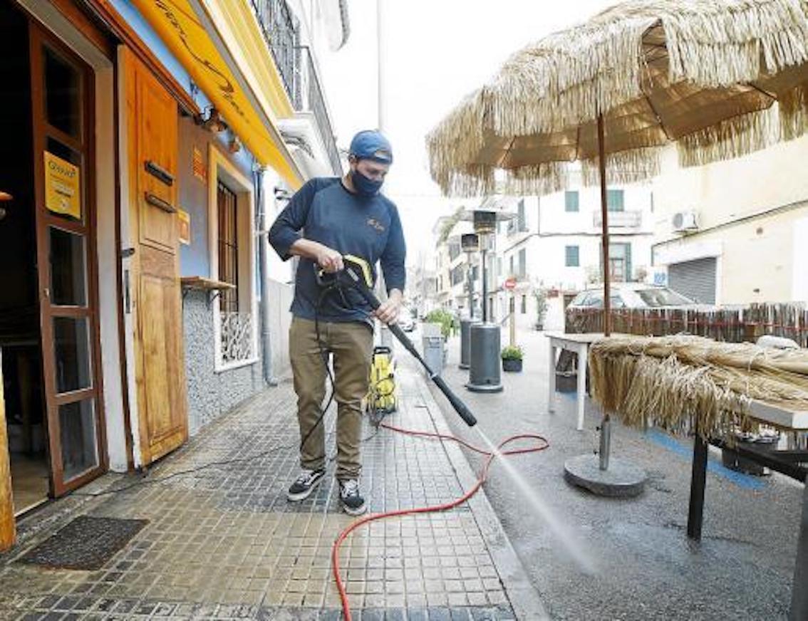 Terrace preparations, Palma.