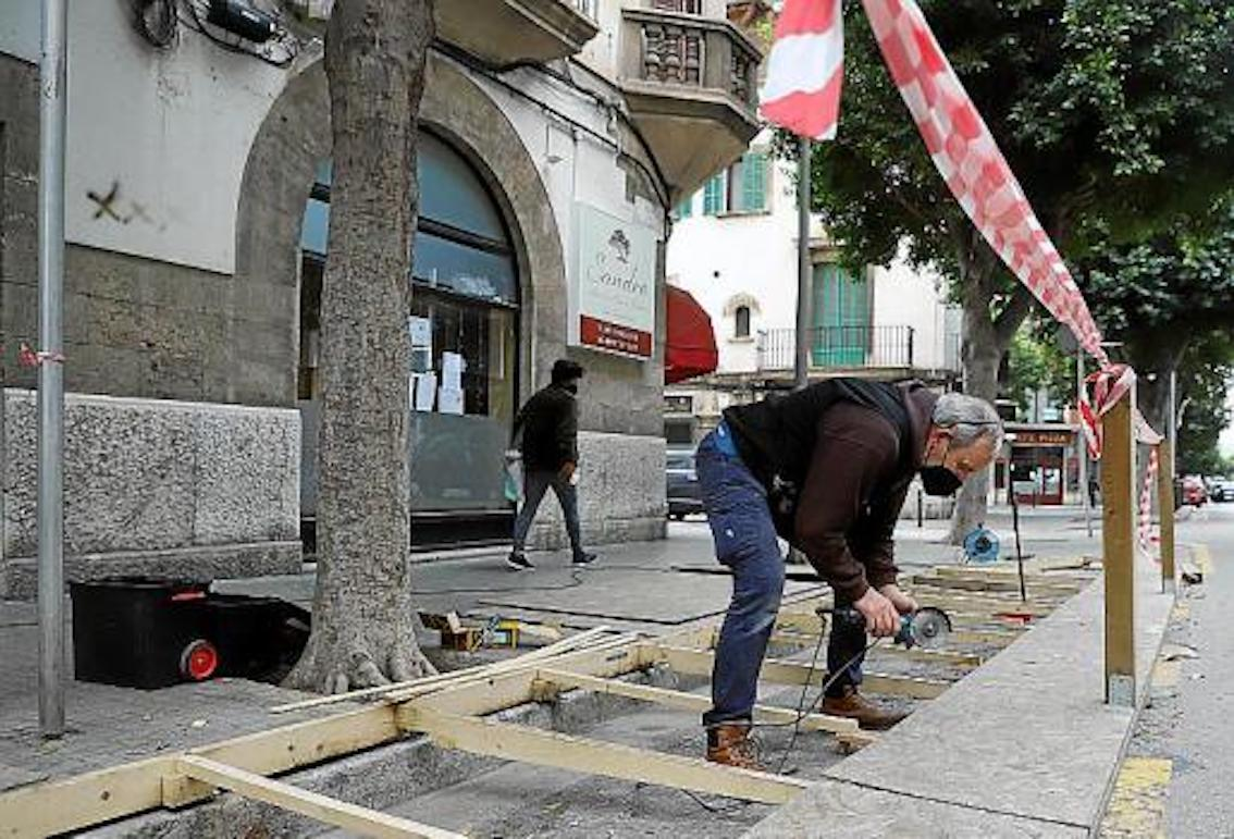 Parking space terrace preparations, Palma.