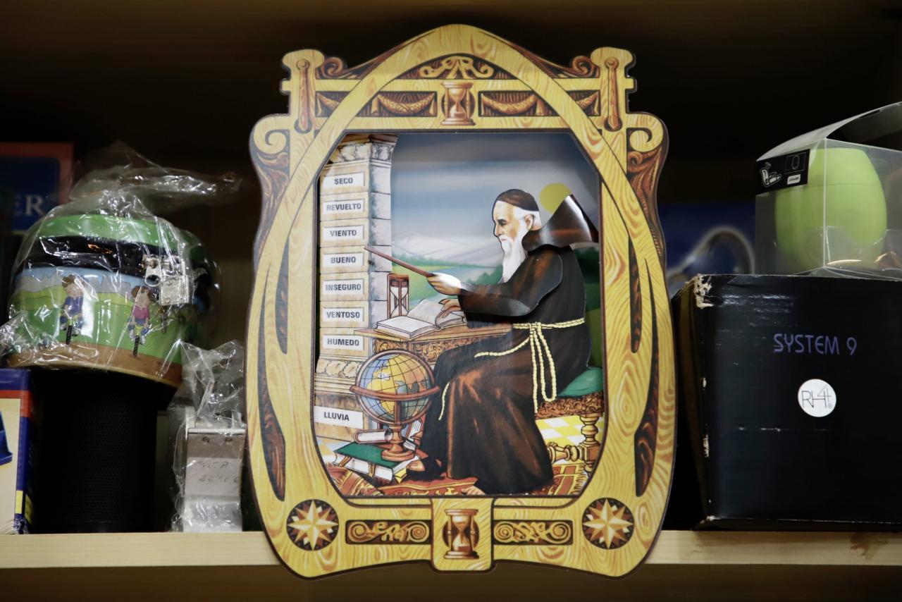 A monk calendar at Minerva papelería, Palma