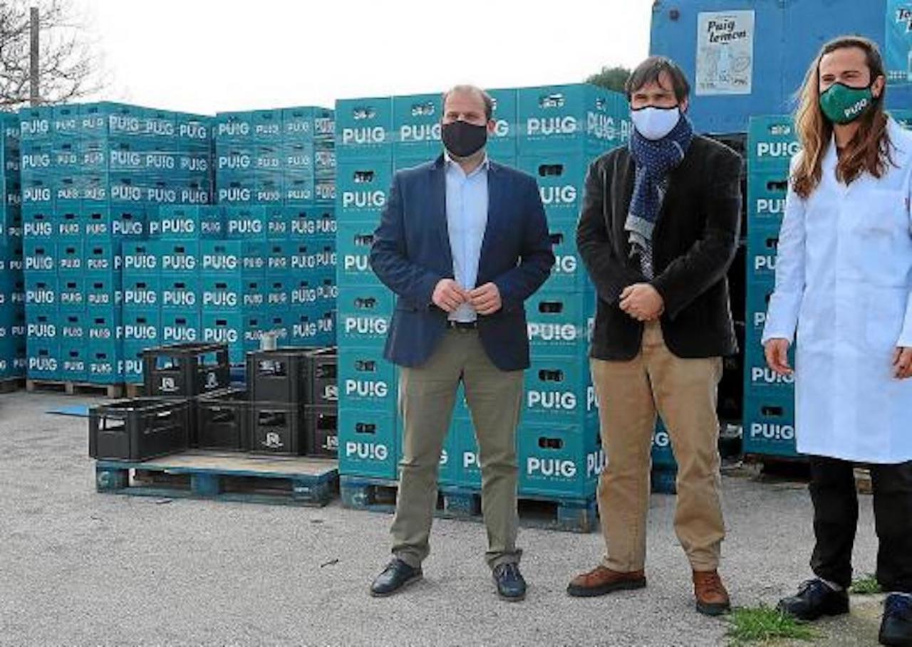 Environment Minister, Miquel Mir, & General Manager of Waste, Sebastià Sansó at Begudes Puig bottling plant.