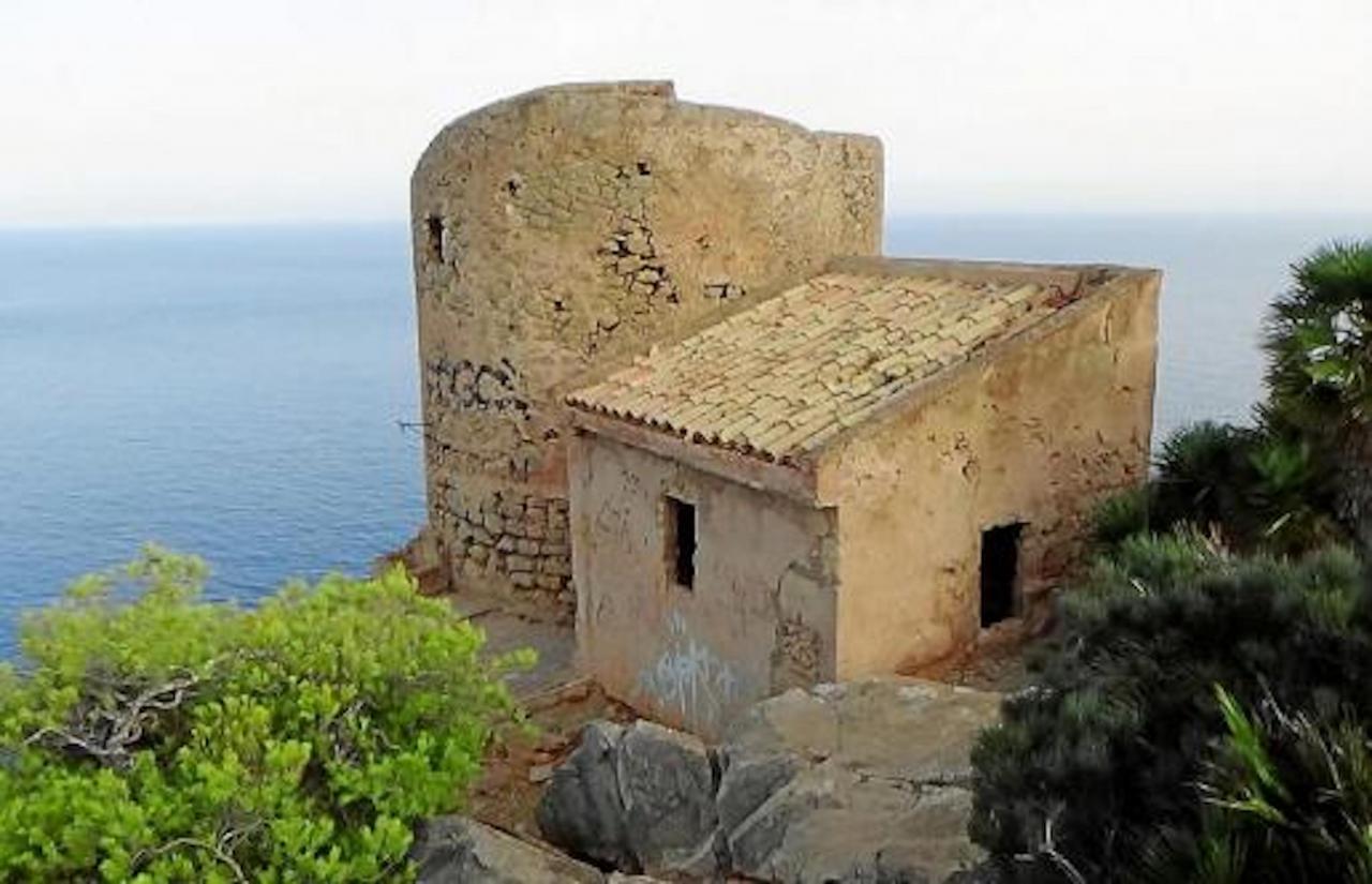 Cala en Basset tower, Andratx, Mallorca.