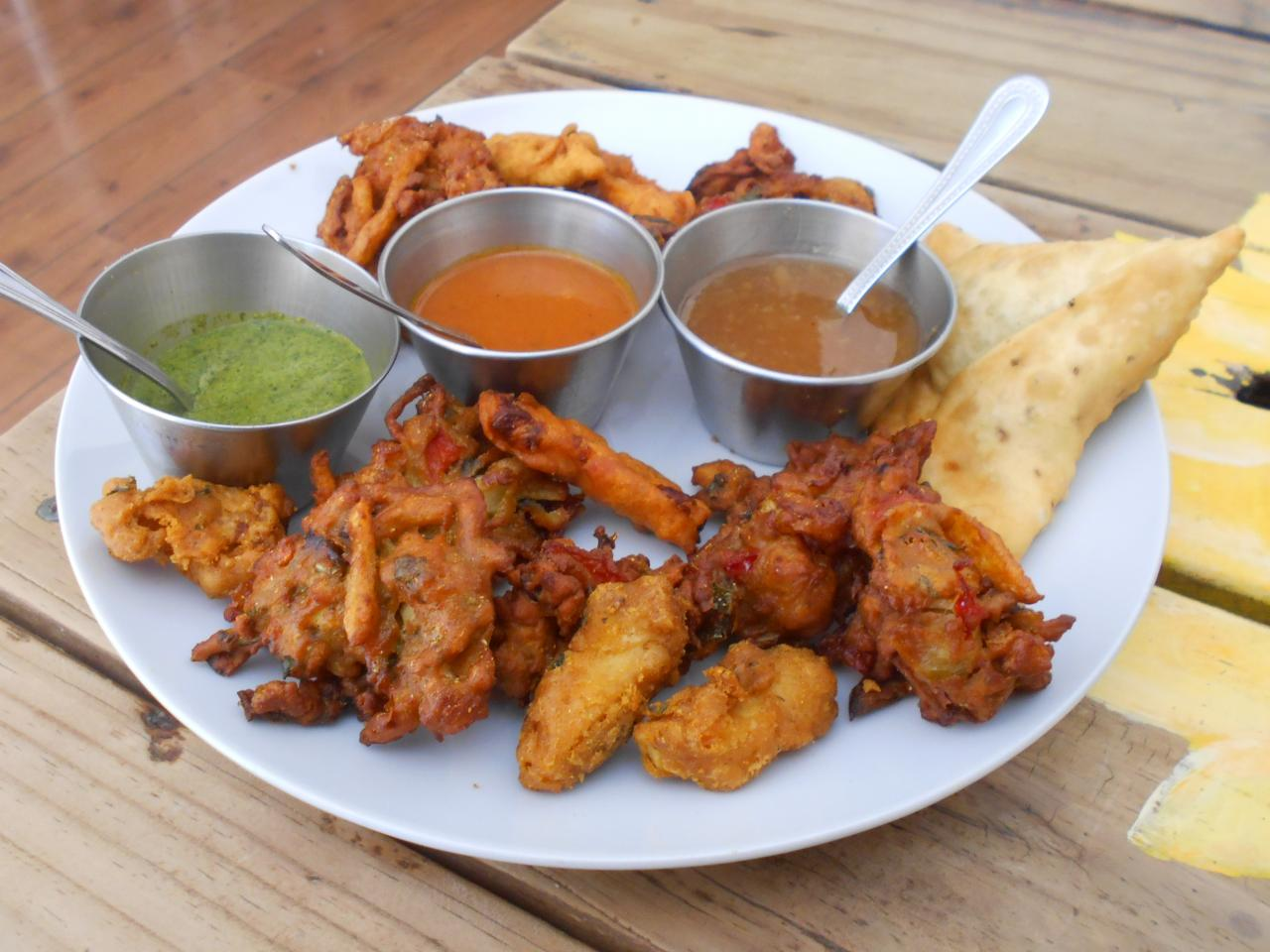 The deep-fried combo with three sauces