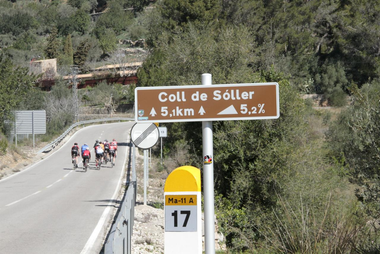 cyclists at Coll de Soller