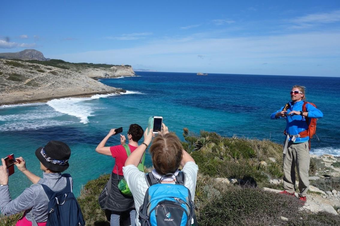Guide Jeremy Hanson on a group excursion in Cala Torta.