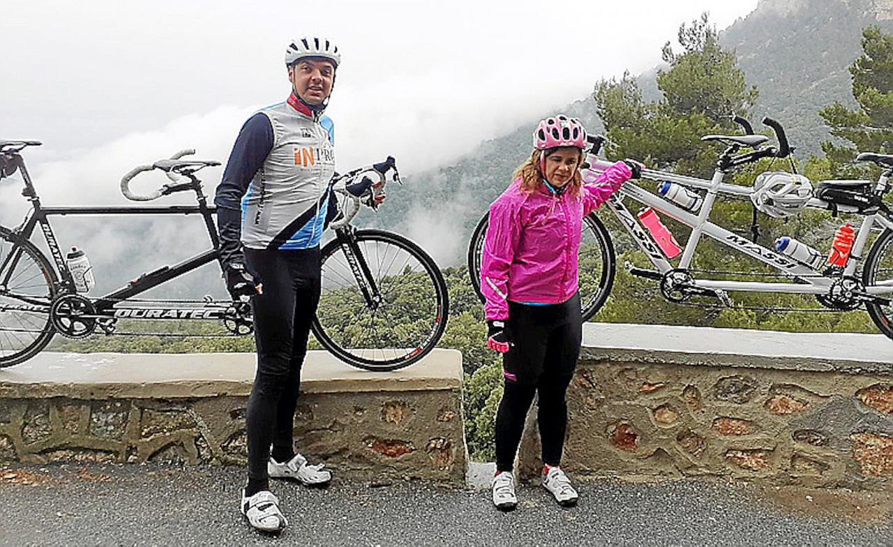 Daniel Guillem & Mari Carmen with their tandems.j