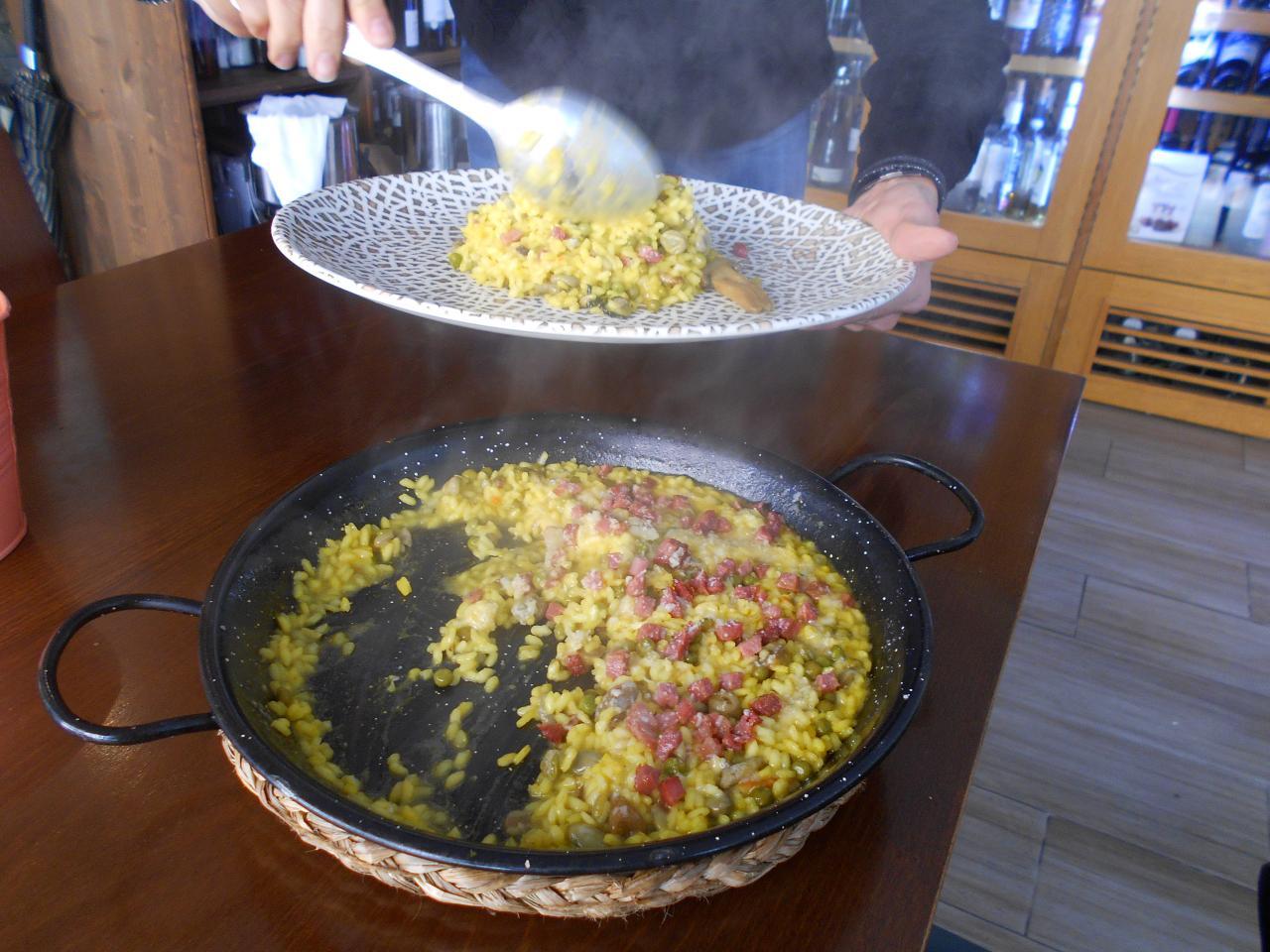 Michele did his risi e bisi in a paella pan