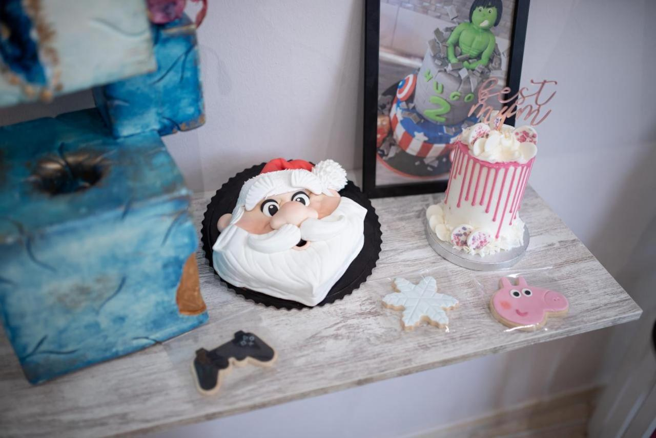 Cakes created by Nuria Iglesias.