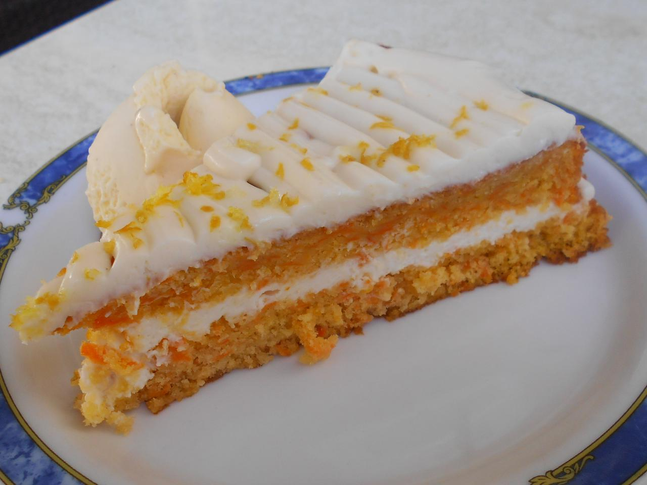 The carrot cake had the right texture and taste