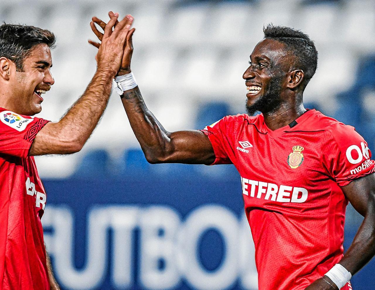 Abdon (L) congratulates Lago on his goal