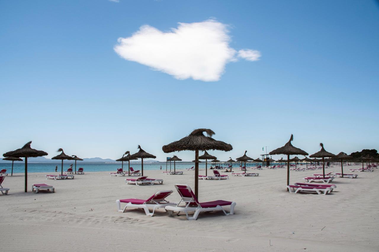 Beaches in Mallorca ready to receive tourists