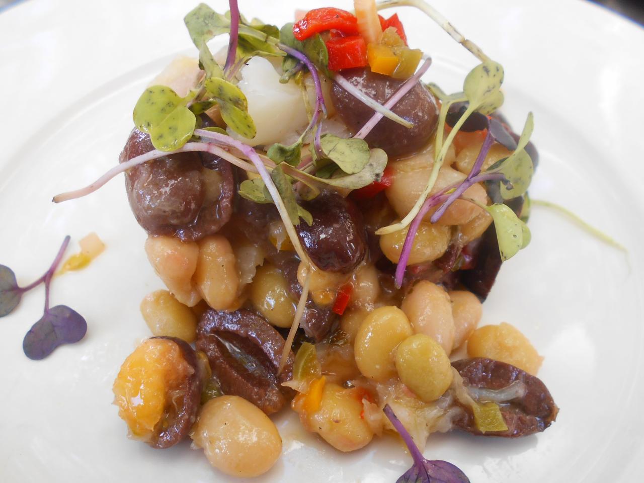 The bean salad with salt cod