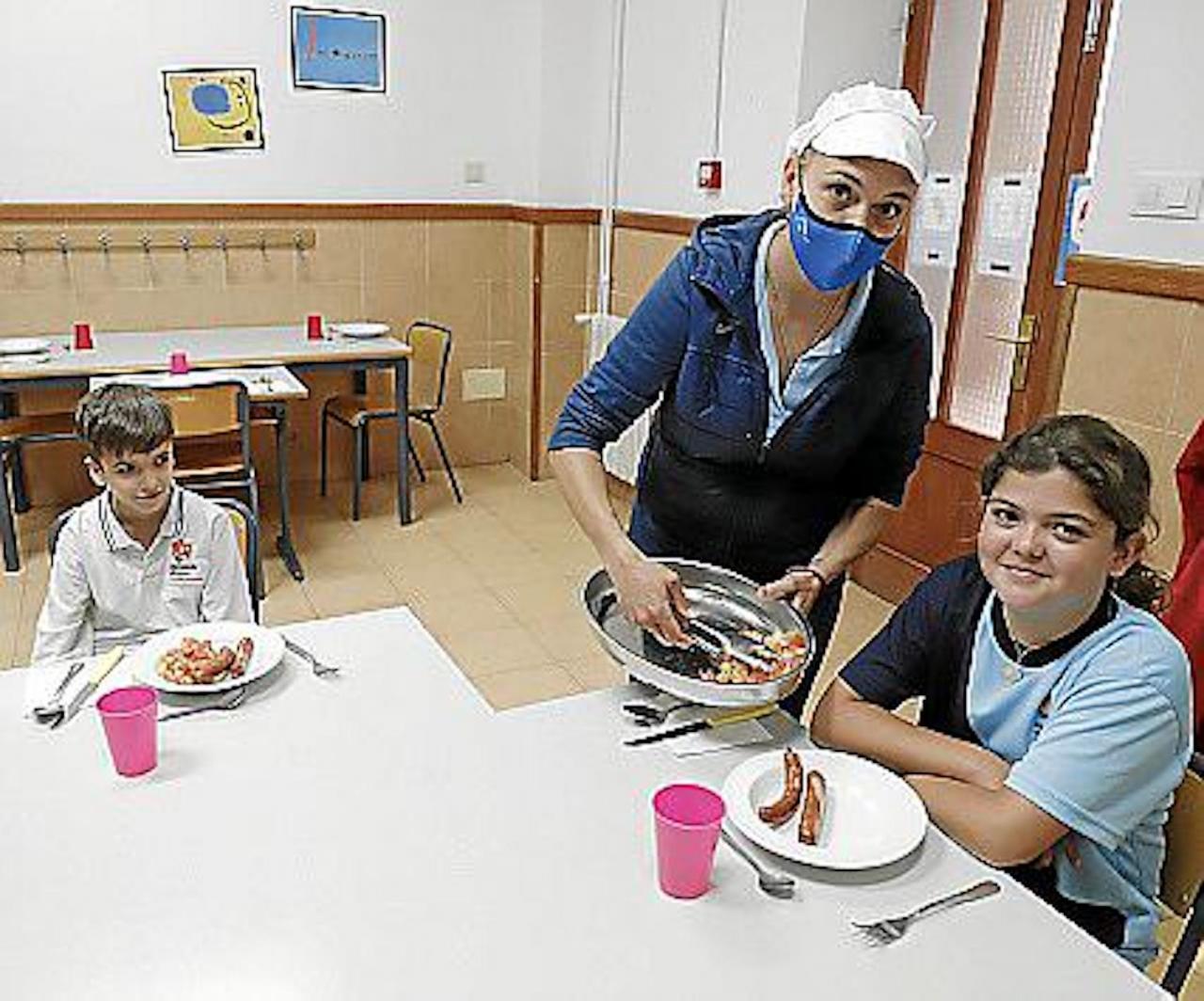 Chef & Nutritionist, Irene Portillo with students at Escolania de Lluc.