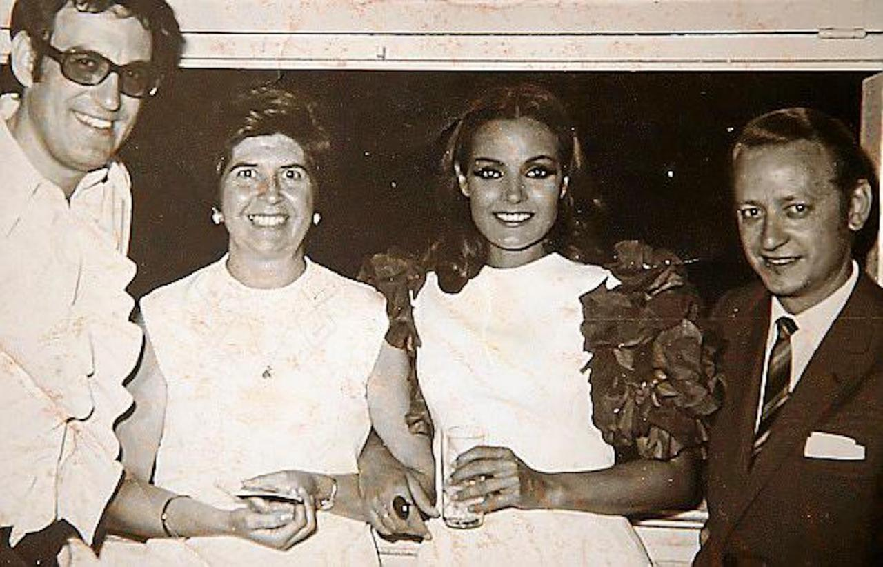 Pedro Sánchez, Party Room Artistic Director with his wife and celebrities, Carmen Sevilla and Augusto Algueró.