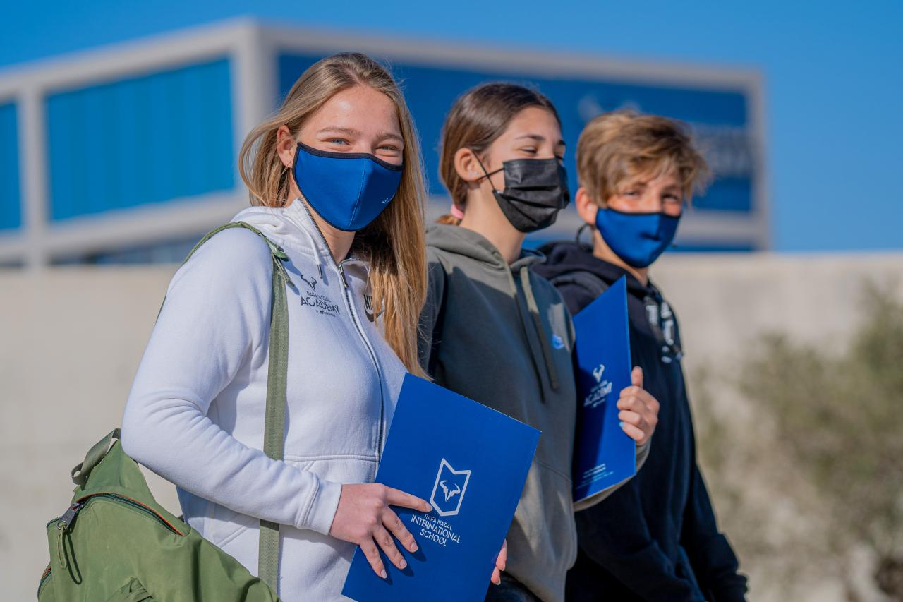 The international environment enhances the students' education