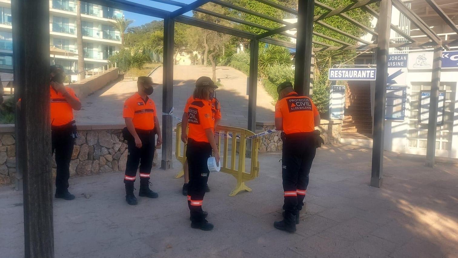 Officers shut down Camp de Mar beach.