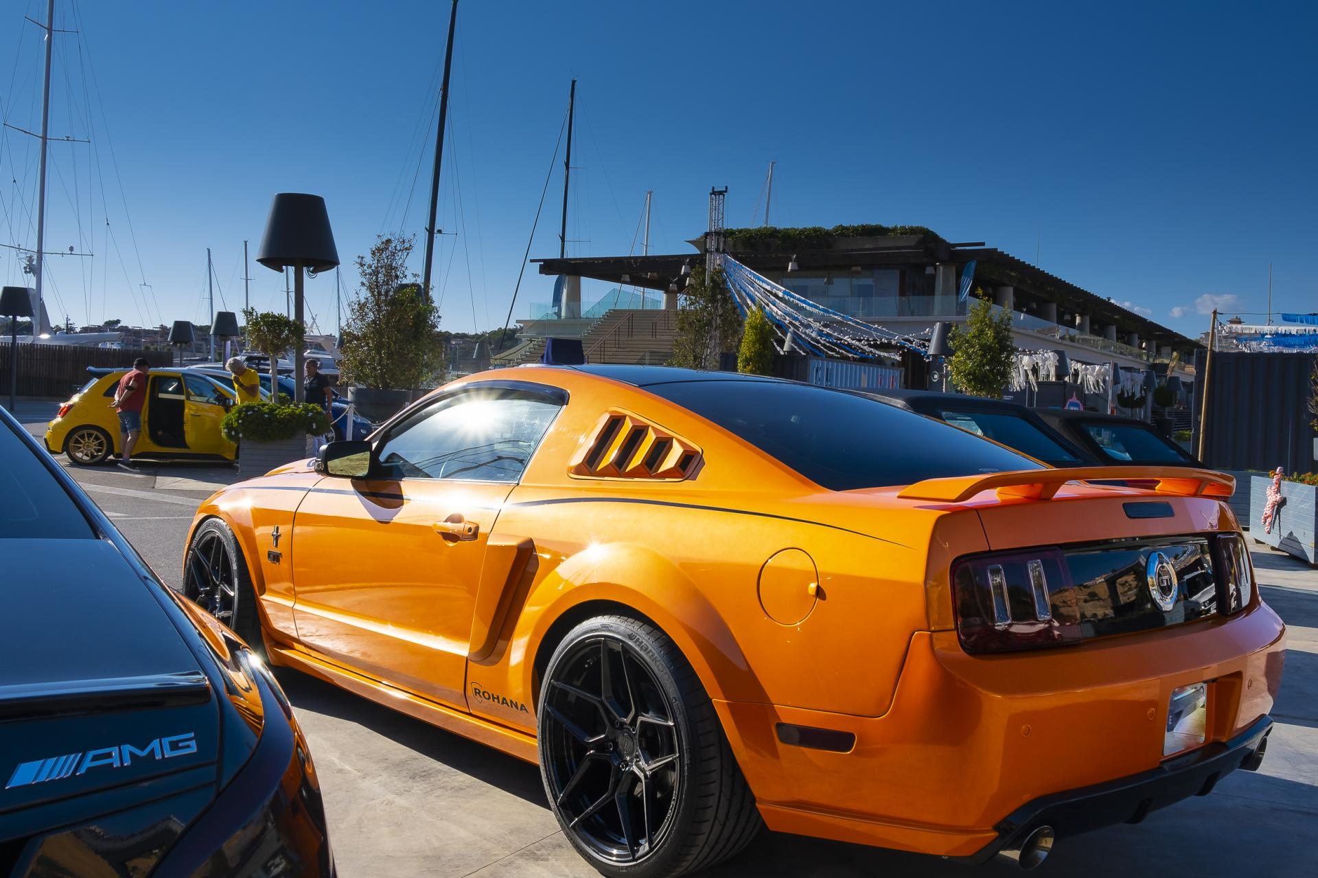 Later Mustang with eye-catching paintwork