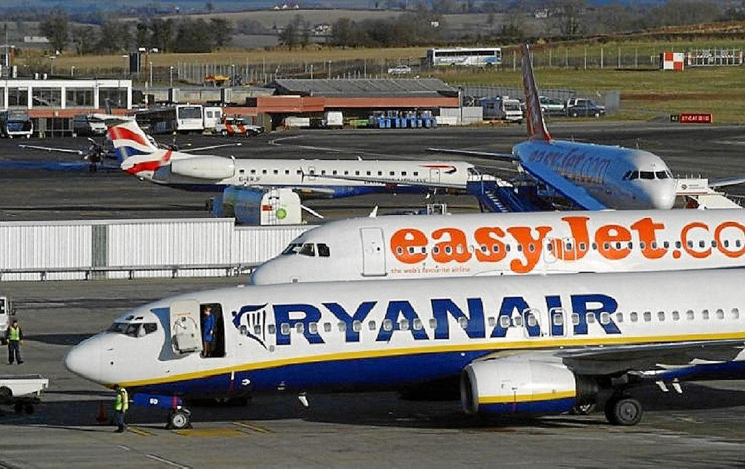 Ryanair, TUI, BA & Easyjet planes at Palma Airport.