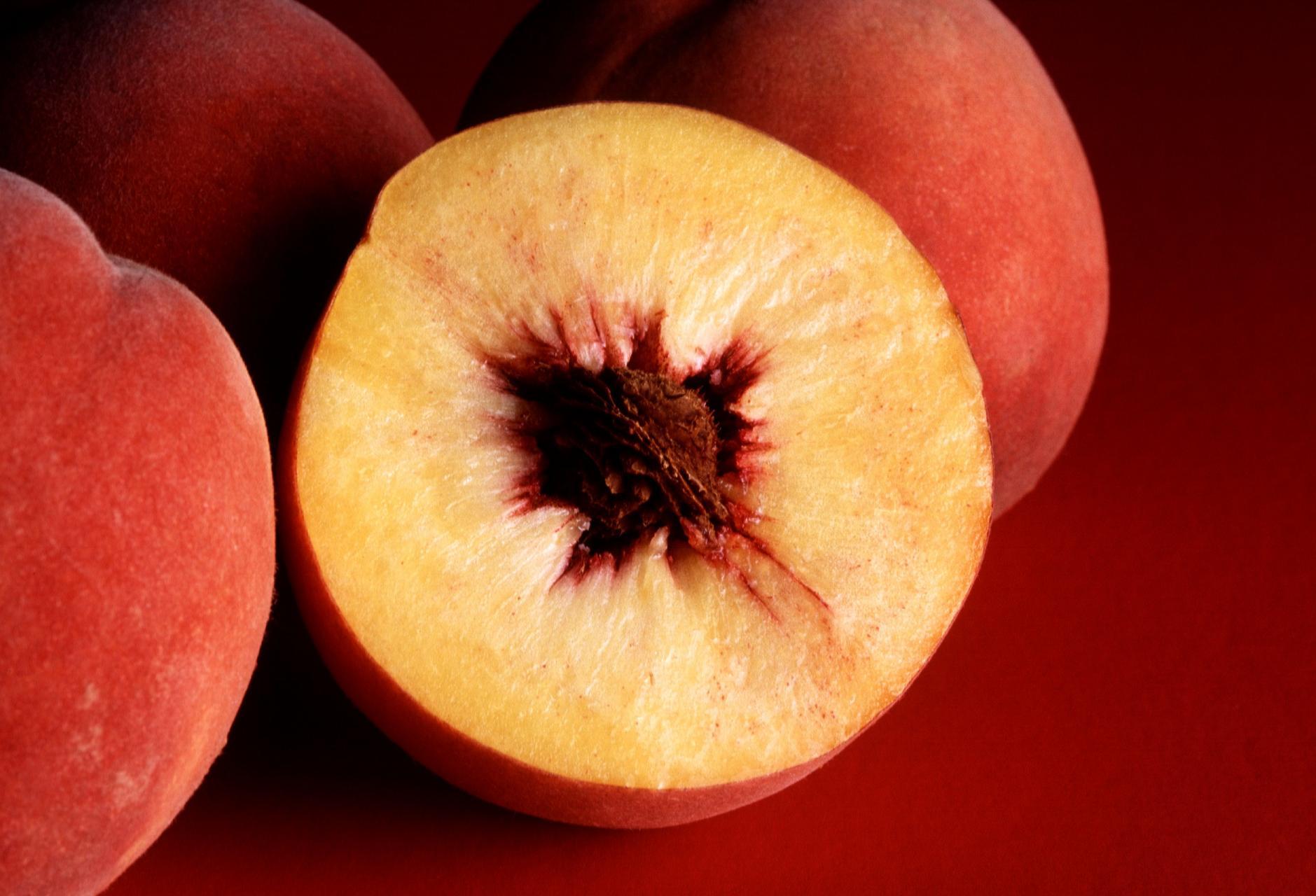 Autumn Red peaches