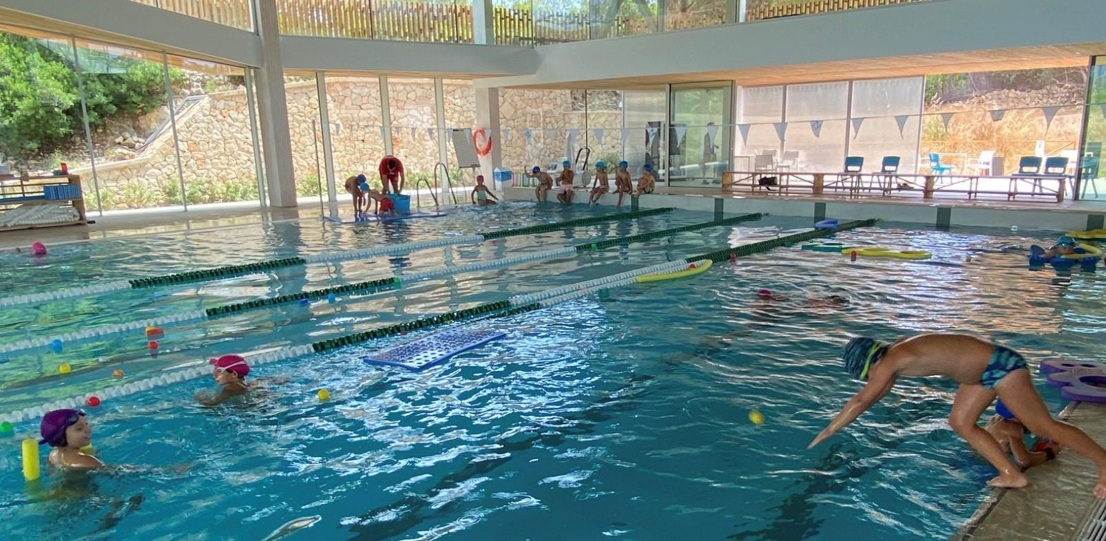 The older children ( 6 years + ) were based on the Queen's College sports centre site