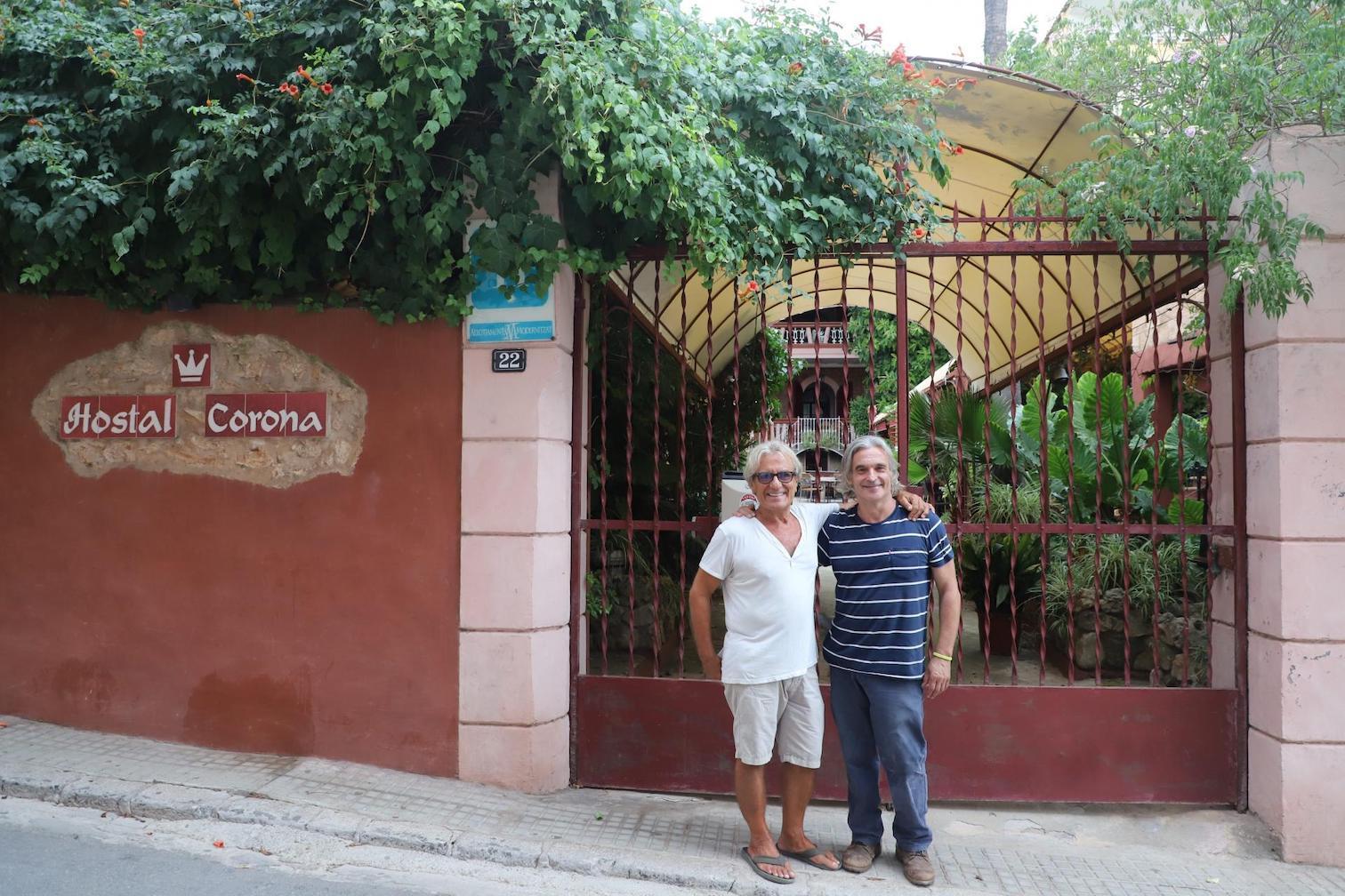 Cristóbal & Diego Navarro outside Hostal Corona, El Terreno.