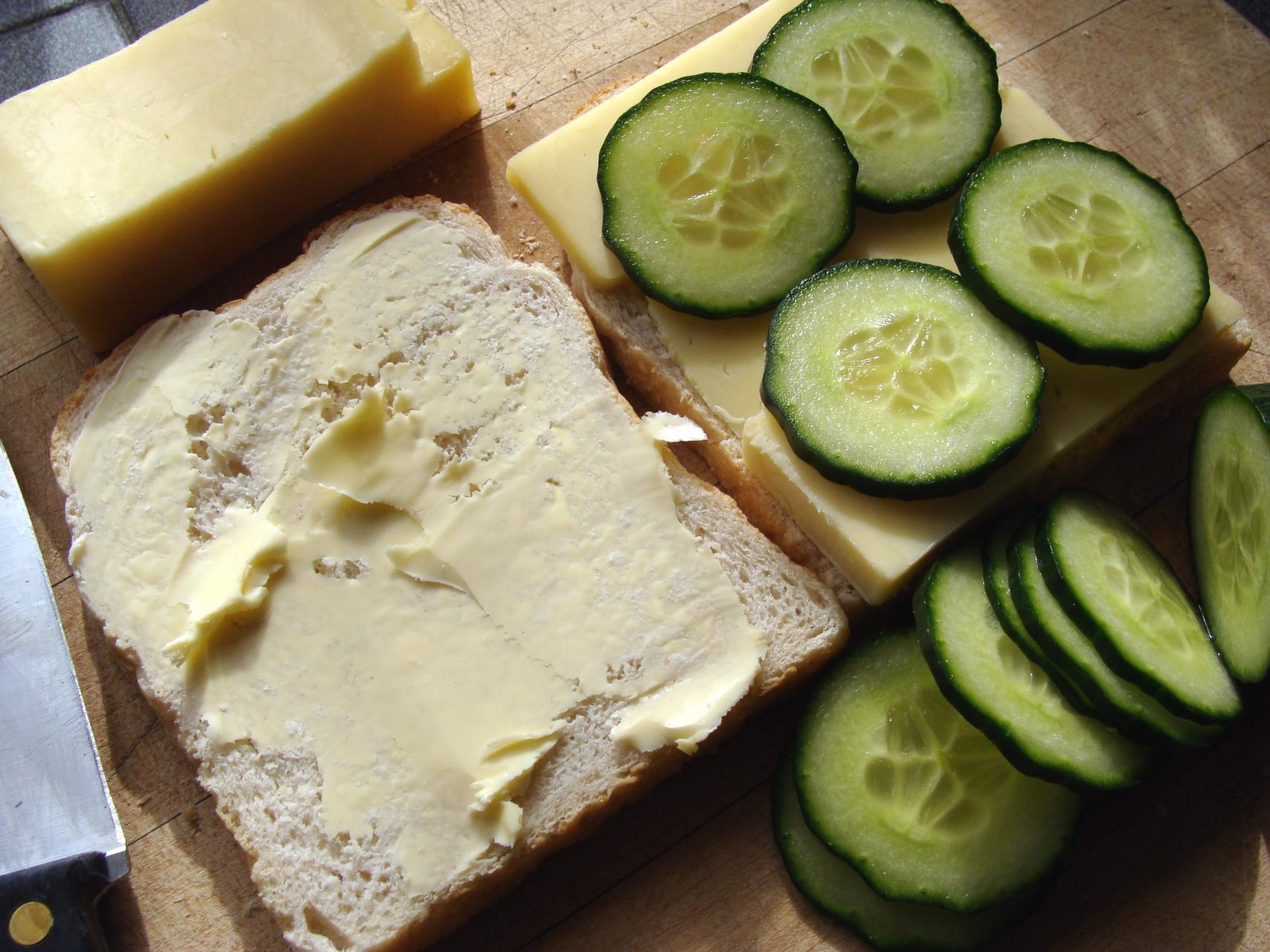 Sandwich-making