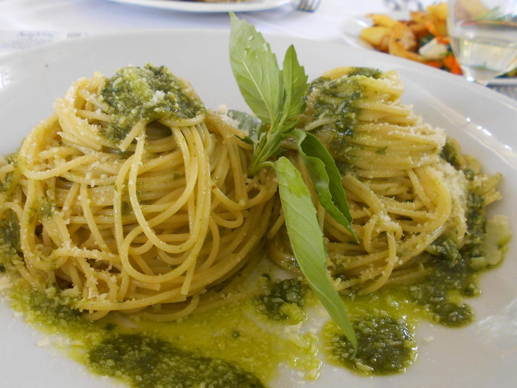 The spaghettini with pesto sauce was also a 10.