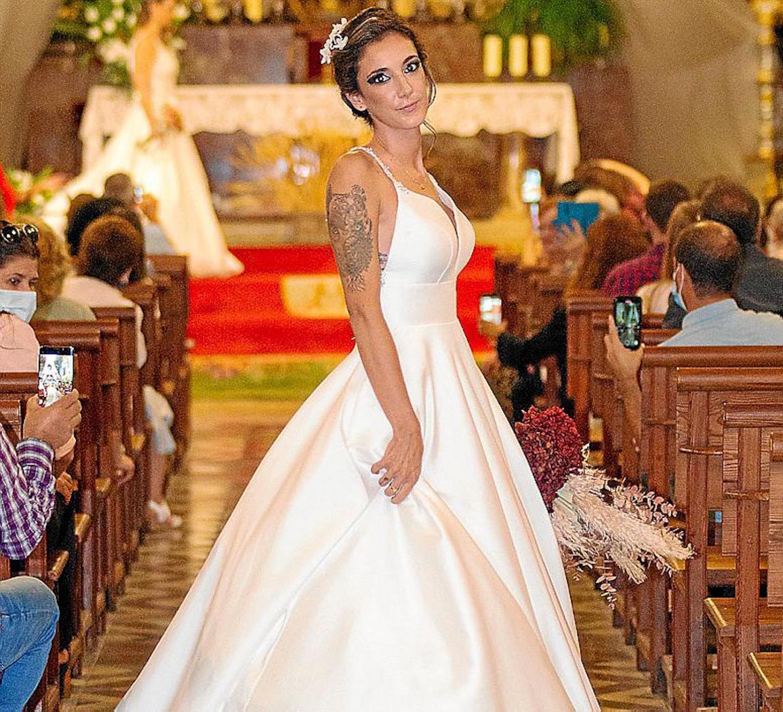 Wedding model in Sant Bartomeu church, Soller.