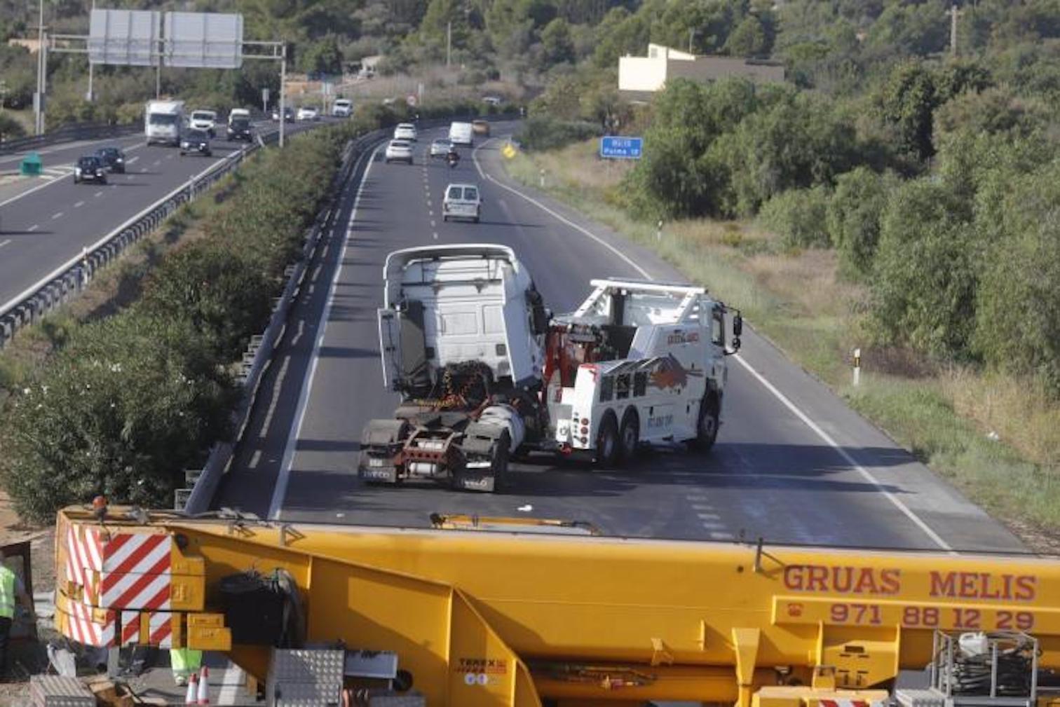 Crane on Ma-13, Mallorca.
