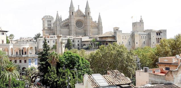 vista aerea palma catedral pisos alquiler turistico