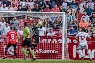 Reina in the Mallorca goal saves against Albacete.