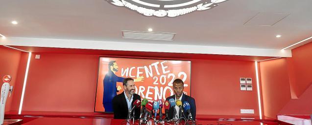 Vicente Moreno and Maheta Molango at Wednesday's signing
