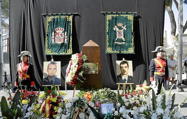 Tribute to Guardia Civil officers in Palmanova.