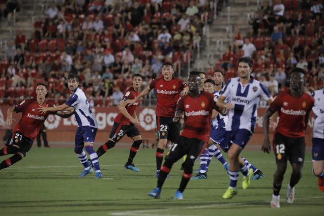 Real Mallorca v Levante