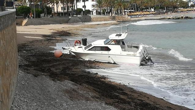 Stranded boat at Puerto Soller