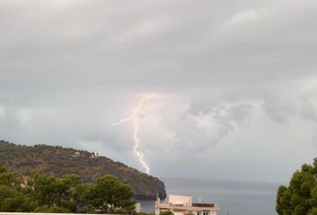 Lightning over Puerto Soller