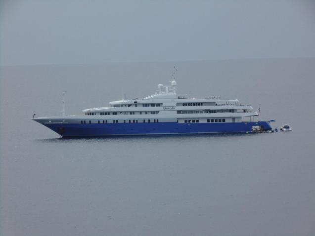 Megayacht Queen Miri