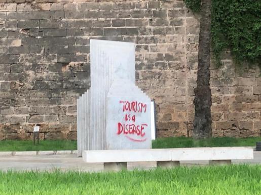 Anti-tourism graffiti in Palma