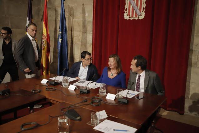 Government meeting at the Consolat de Mar headquarters.