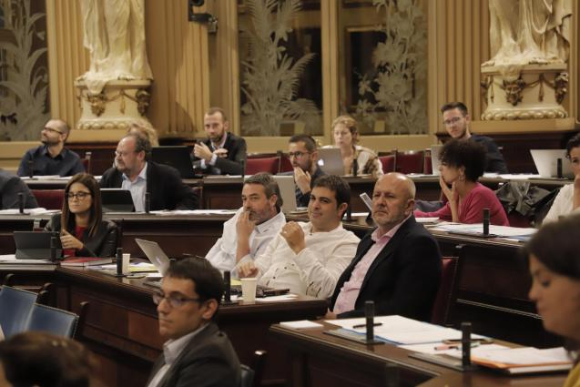 Balearic government in session
