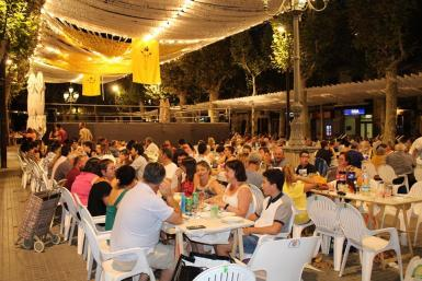 Summer dinners outdoors are a must during the fiestas.