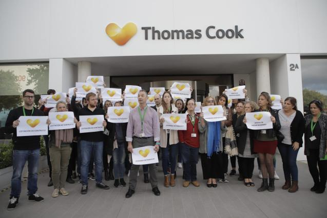 Thomas Cook employees protest outside the Palma office