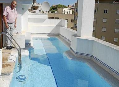 Archive photo of a rooftop swimming pool in Palma.