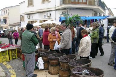 The market at Llubi can be visited today.