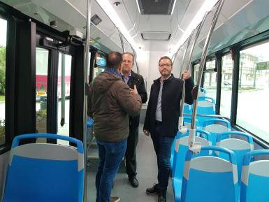 The mayor of Palma inside one of the new 18m buses