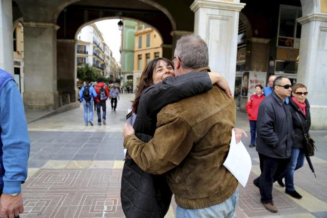 'Air kissing' is a common greeting in Spain