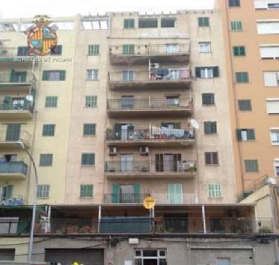 The evacuated building on calle Sureda, Palma