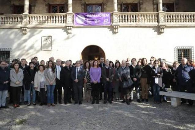 Minute's silence at the Consolat de Mar, Palma