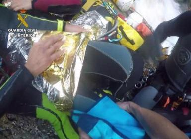 The Guardia Civil and firefighters rescued a woman in the Torrent del Solleric.