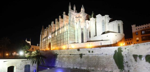 Palma cathedral, La Seu, lit up at night